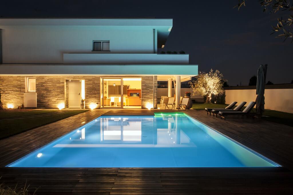 Vendita lampade e lampadari saronno como e varese - Villa con piscina milano ...