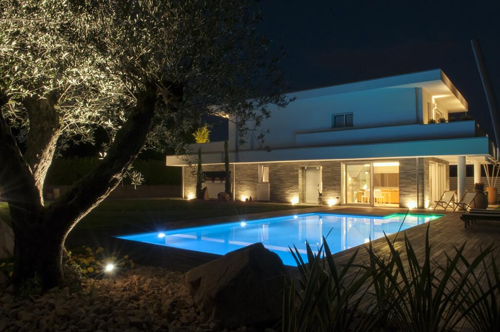 Illuminazione Esterna Emilia Romagna : Illuminazione esterna piscina illuminazione villa con piscina