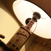 Stappa-e-illumina_Lampada_bottiglia_01